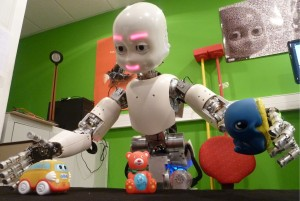 An Icub robot actively learning visual and motor affordances (MACSi project, in coll. with ISIR/Univ. Paris VI)